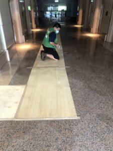 台北市松山區搬運前貼防護面材保護大樓石材地板